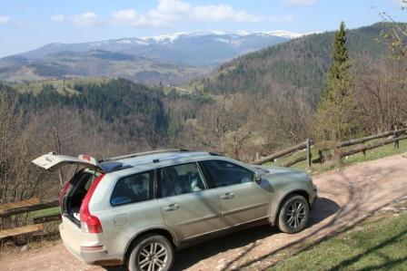 Auto in de bergen